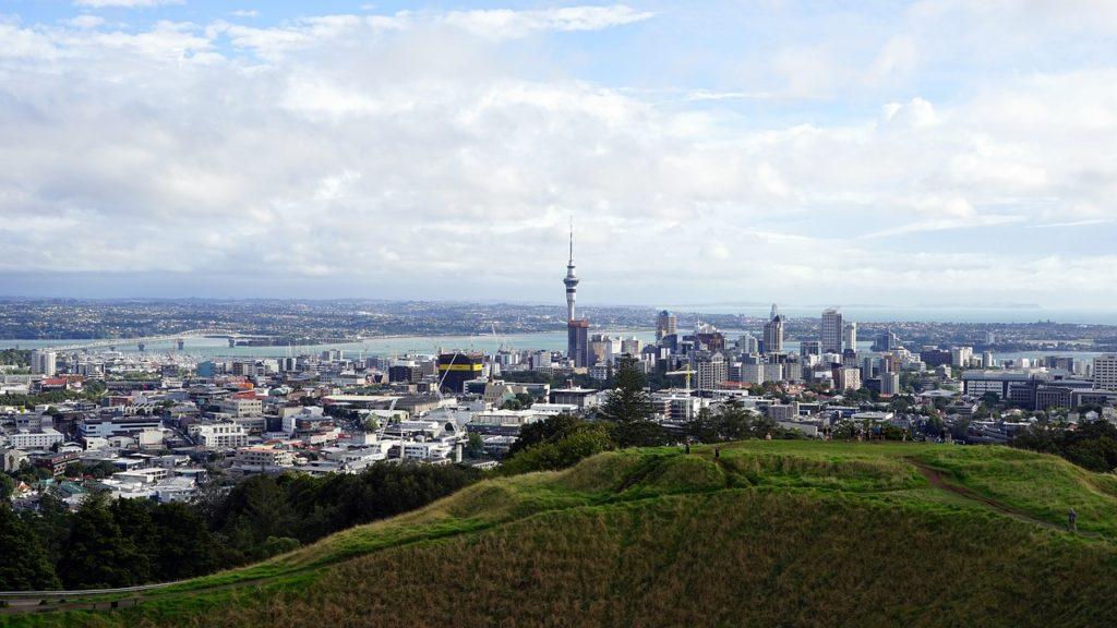Dominantou města je vyhlídková věž Sky Tower