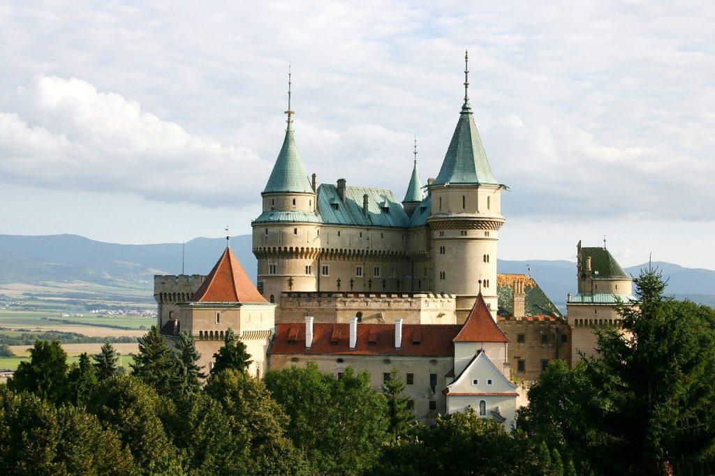 Zámek Bojnice bývá často turistickým cílem