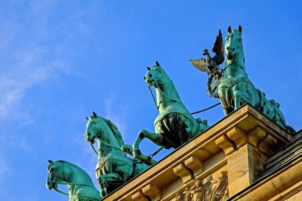 Symbolem a dominantou města je Braniborská brána.